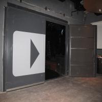"""דלת AD-50 עם ריפוד בולע פנימי נוסף לאולפון הקלטות """"צוללת צהובה"""""""
